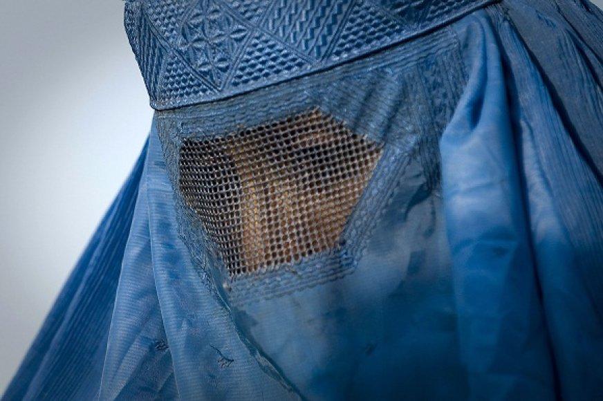 Musulmonė moteris, dėvinti burką