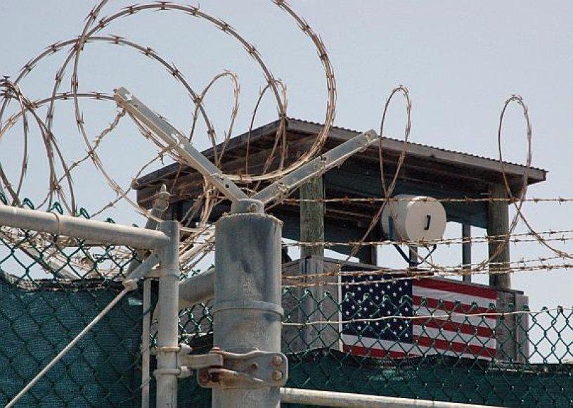Gvantanamo kalėjime terorizmu įtarimi asmenys kankinti muzika.
