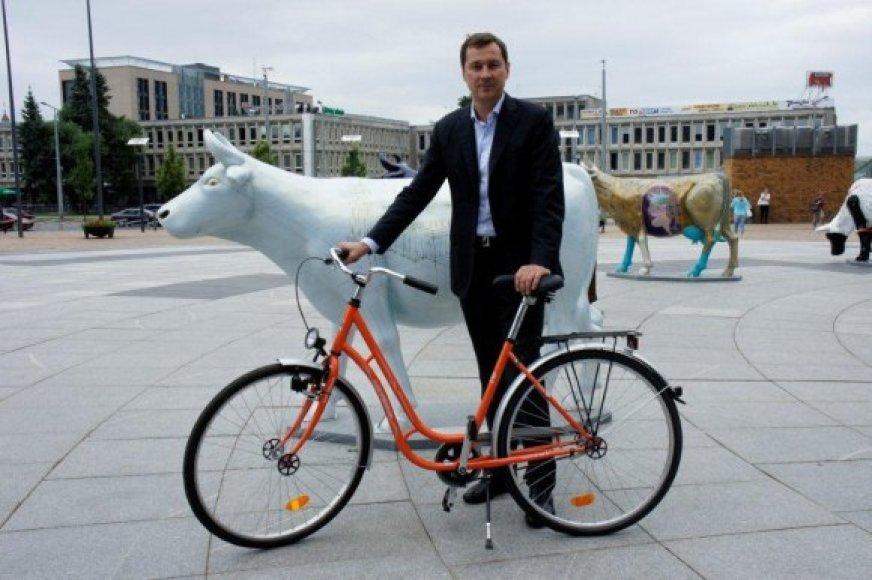 A.Zuokas oranžinį dviratį skyrė vaikams.