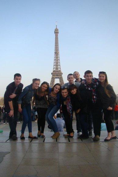 Su draugais prie Eifelio bokšto