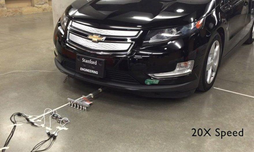 uTugs: kaip vos 14 gramų robotas nuvelka 2 tonas sveriantį automobilį