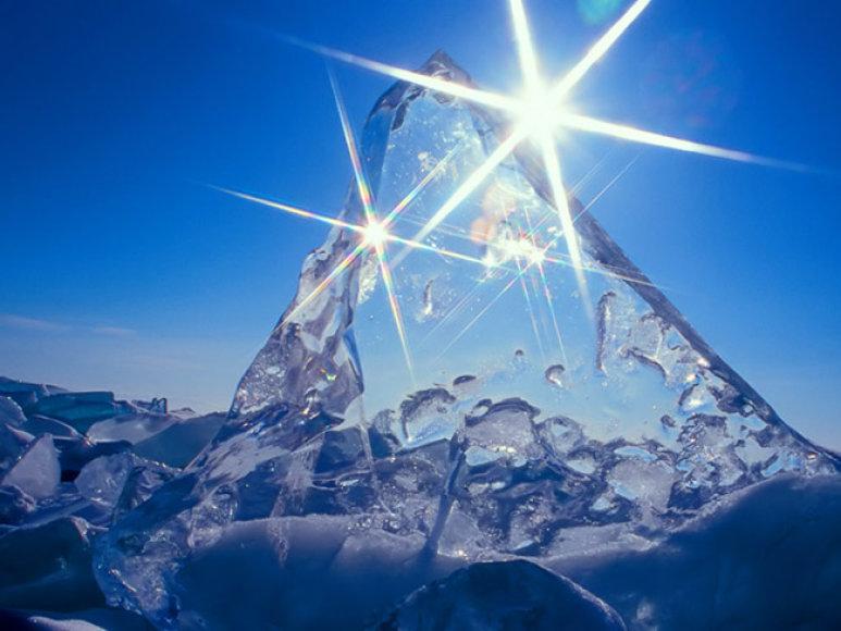 Baikalo ežeras žiemą – nepaprasta kelionė į ledo karalystę