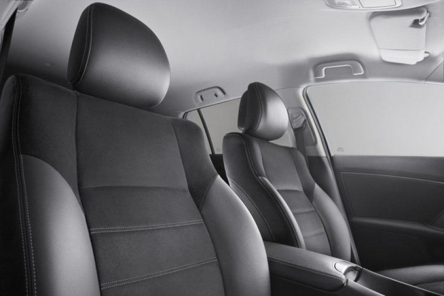 """2012-ųjų """"Toyota Avensis"""""""