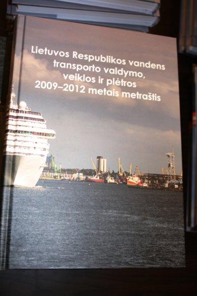 """Juozas Darulis išleido naują knygą """"Lietuvos Respublikos vandens transporto valdymo, veiklos ir plėtros 2009-2012 metais metraštis""""."""