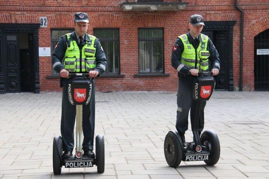 Kauno centre policijos pareigūnai toliau patruliuos su riedžiais