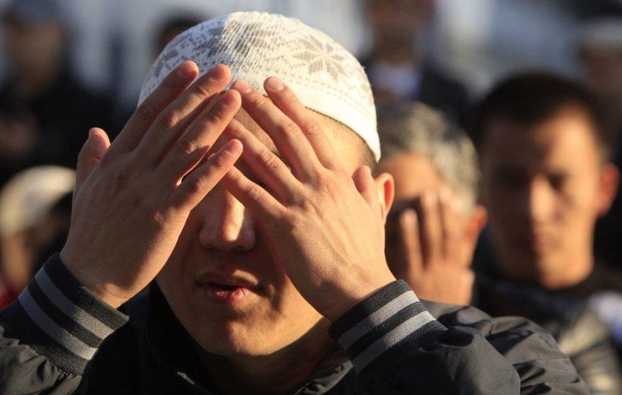 Musulmonai mini Id al Fitro šventę