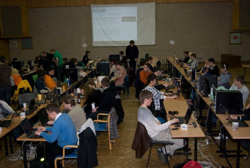 """Viena iš festivalio """"InfoShow"""" renginių – kompiuterinių žaidimų varžybos """"LAN party""""."""