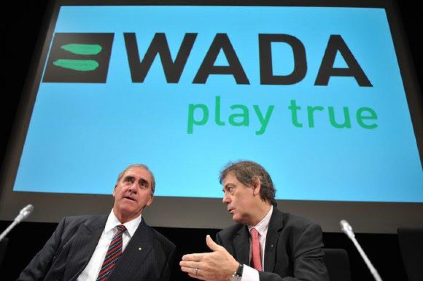 Generalinis WADA sekretorius D.Howmanas (d.) atsisako leistis į kompromisus su FIFA ir UEFA organizacijomis ir grasina, jog futbolas gali būti išbrauktas iš olimpinių žaidynių programos.