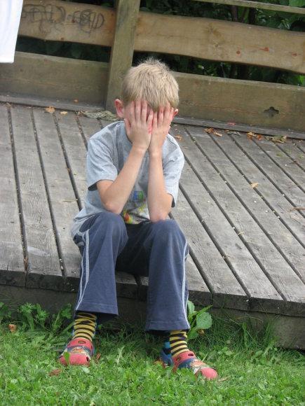 SOS vaikų kaimo nuotr./Liūdnas SOS vaikų kaime augantis vaikas