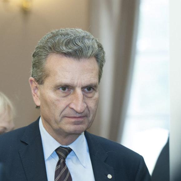 Už energetiką atsakingas Europos komisaras Guntheris Oettingeris