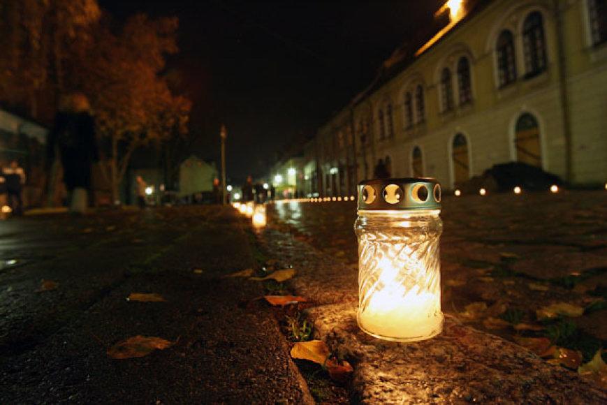 Kauno Senamiestyje ir Laisvės alėjoje įsižiebė tūkstančiai žvakelių.