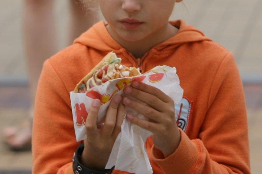 Prieš porą savaičių kebabais apsinuodijo keturi jaunuoliai, o praėjusios savaitės pabaigoje – dar viena šešiolikmetė.