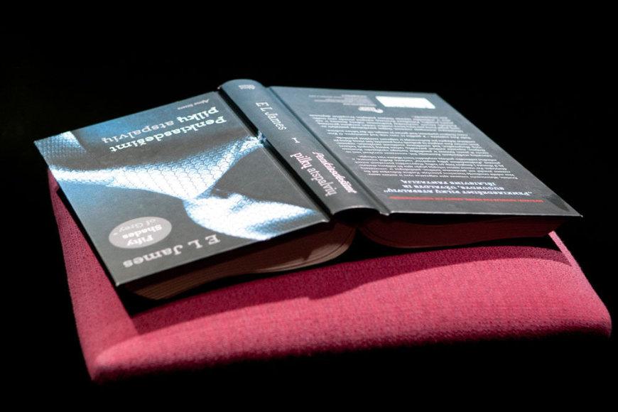 """Knygos """"Penkiasdešimt pilkų atspalvių"""" pristatymo akimirka"""