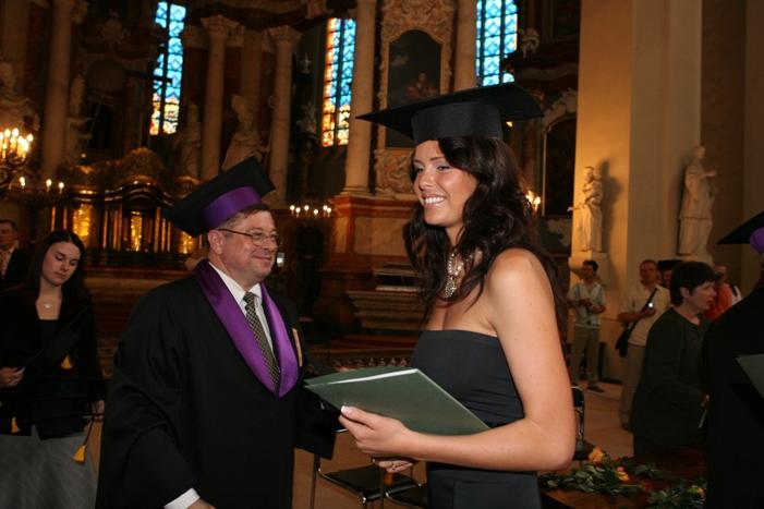 Foto naujienai: Žvaigždės gavo diplomus