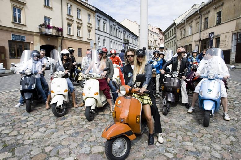 Foto naujienai: Linas Karalius suorganizavo žygį motoroleriais