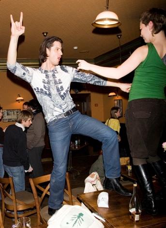 Foto naujienai: Vytautui Rumšui ant stalo šokti linksmiau