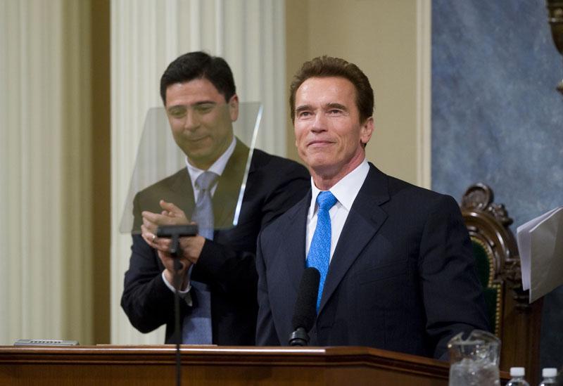 Foto naujienai: Atskleistas Arnoldo Schwarzeneggerio romanas