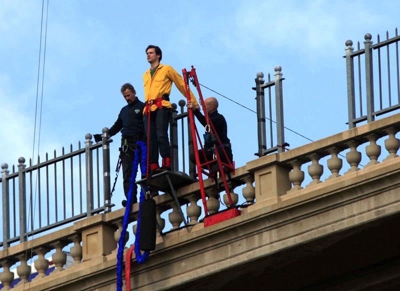 Foto naujienai: Jimas Carrey nušoko nuo tilto