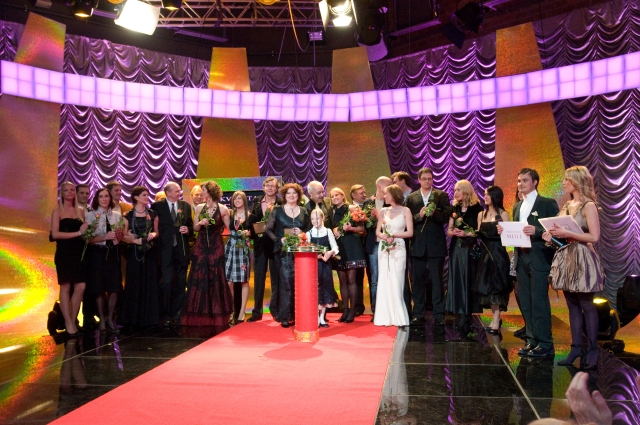 """Foto naujienai:  """"Nekviestos meilės"""" aktorius apdovanojo legendinės šalies kino žvaigždės"""