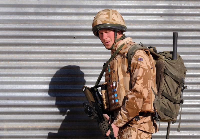 Foto naujienai: Princas Harry iš karo zonos vyksta namo
