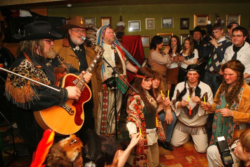Foto naujienai: Virgis Stakėnas surengė kaubojų ir indėnų vakarėlį