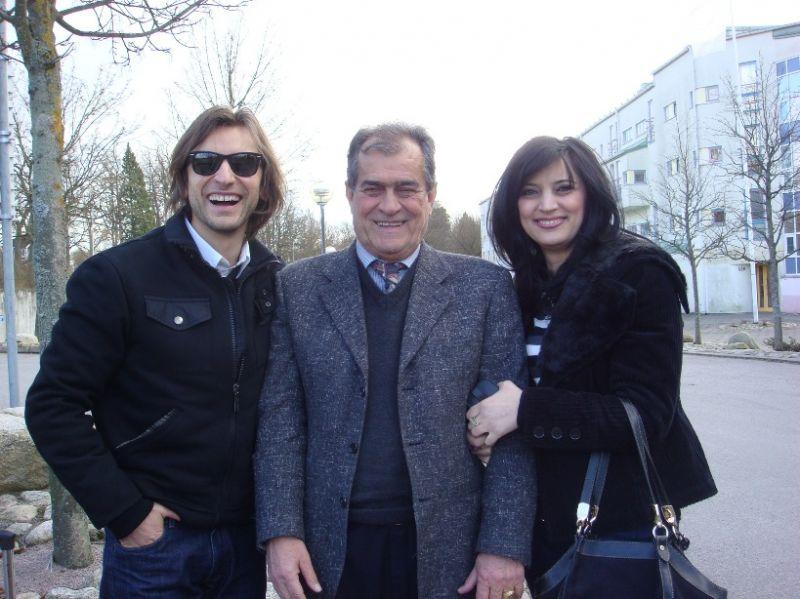 Foto naujienai: Alanas Chošnau laimingas su savo šeima