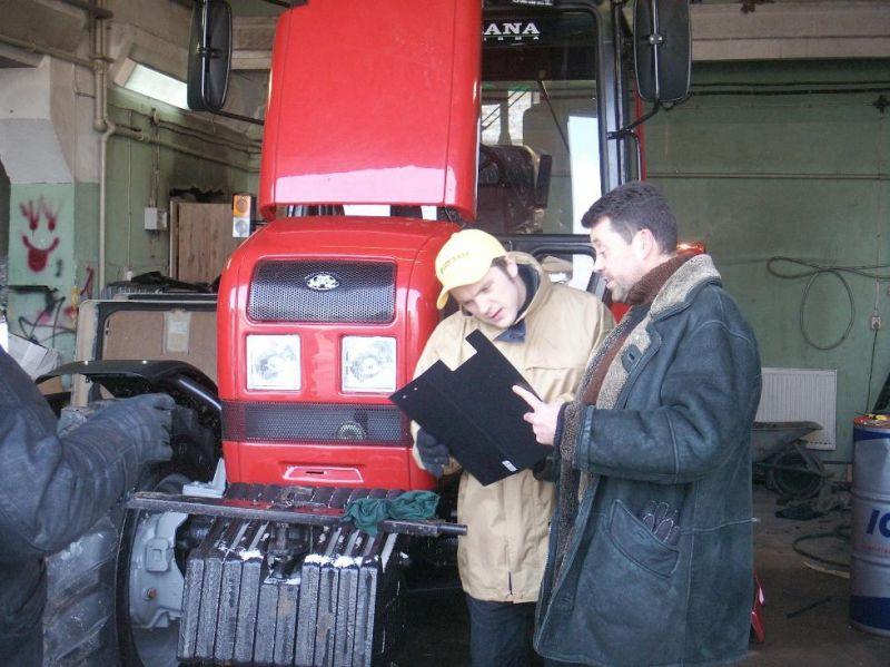 Foto naujienai: Vytautas Šapranauskas sėdo už traktoriaus vairo