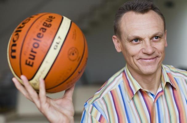 Krepšinio teisėjas Romualdas Brazauskas pratinasi prie naujų pareigų.