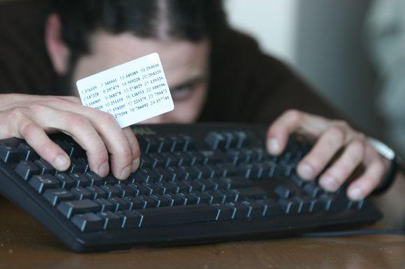 Internetine bankininkyste susidomi vis daugiau gyventojų.