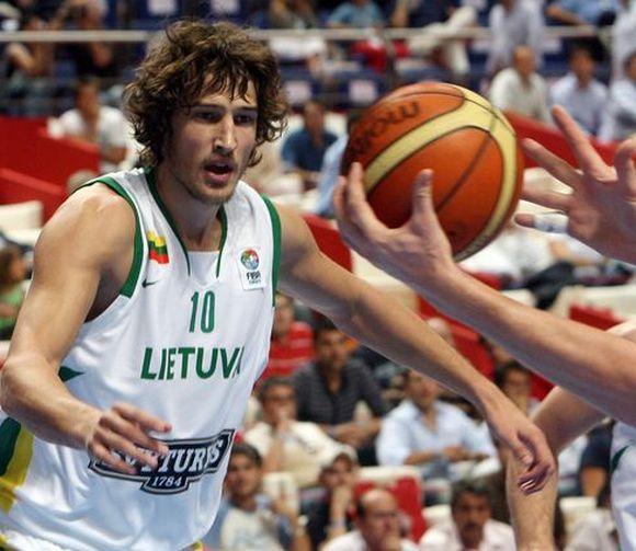 Krepšinio aikštelėje