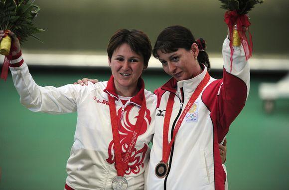 Olimpinėje moterų šaudymo iš pistoleto 10 m. atstumu rungtyje sidabrą laimėjo šaulė iš Rusijos  Natalia Paderina, o bronzą –  Gruzijos atstovė Nino Salukvadze.