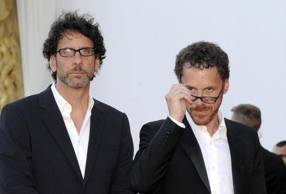 """""""Scanpix"""" nuotr./Filmo """"Perskaityk ir sudegink"""" premjera Venecijos kino festivalyje. Režisieriai broliai Coenai"""