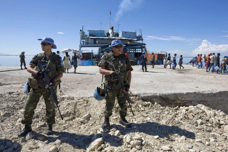 JT taikos palaikymo pajėgu kariai iš Argentinos prižiūri tvarką.