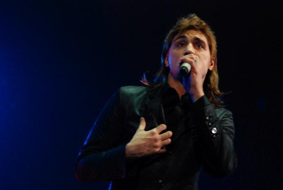 Dima dainavo iš širdies.