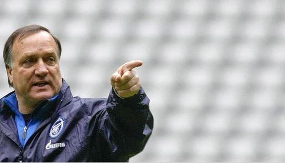 Dickas Advocaatas tiki savo komanda