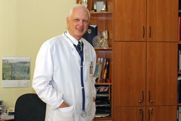 """Eriko Ovčarenko/dienraščio """"15 minučių"""" nuotr./Gastroenterologijos klinikos vadovas Limas Kupčinskas ragino miestiečius kreiptis į šeimos gydytojus ir įsitikinti, ar neserga liga-pasalūne hepatitu C."""