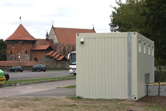 Už pusę milijono litų, išleistų už šio ankšto tualeto įrengimą, galima nupirkti nemaža namą.