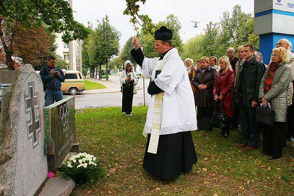 A.Juozapavičiaus prospekte atidengtas paminklas skirtas 1924 metais vykusioje Paryžiaus olimpiadoje dalyvavusiems Lietuvos sportininkams.