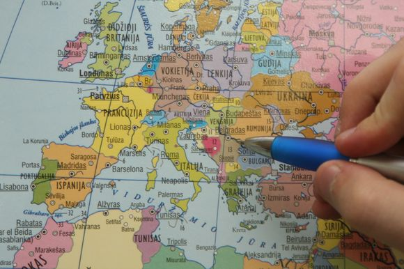 Nenorintys kas keletą metų pirkti naujų žemėlapių, naujų valstybių sienas savo nuožiūra gali  pasižymėti patys.