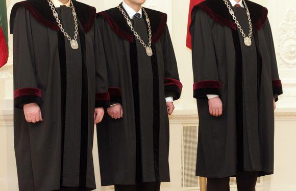 Teisėjai tikisi, kad nesumokėta algos dalis jiems bus grąžinta.
