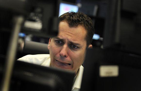 Kai akcijos krenta ir lūpos atvėpsta.