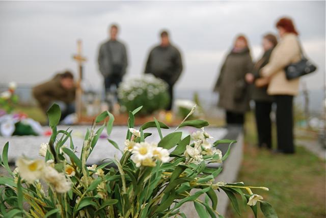 Visų Šventųjų dienos akimirkos Dėdeliškių kapinėse, Grigiškės