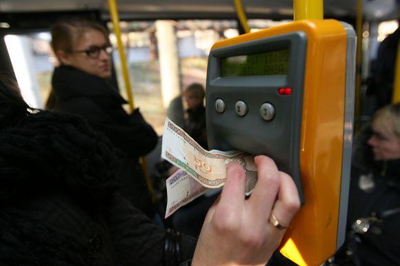 Jeigu Kauno miesto taryba pritars, nuo sausio pirmosios dienos mėnesinis, visomis savaitės dienomis galiosiantis bilietas pabrangs iki 72 Lt.