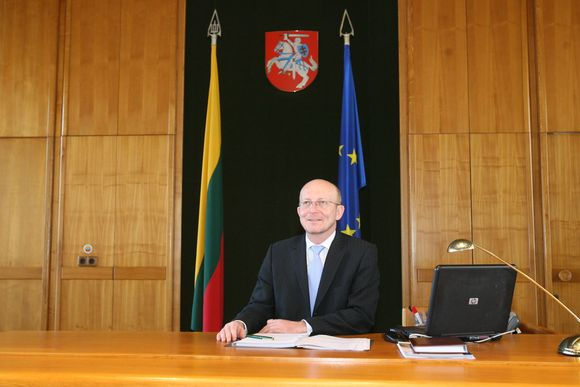 Seimo pirmininkas savo kabinete.