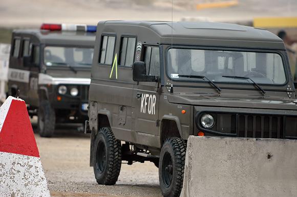 Karinis automobilis Kosove.