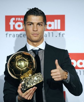 """Christiano Ronaldo su pirmuoku """"Auksiniu kamuoliu"""" 2008 m."""