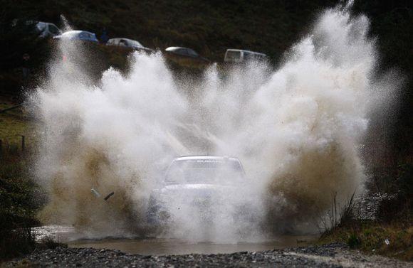 """Australas Chrisas Atkinsonas vairuoja """"Subaru Impreza"""""""