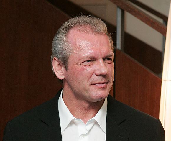 Verslininkas Laimutis Pinkevičius priverstas klausyti kreditorių grasinimų.