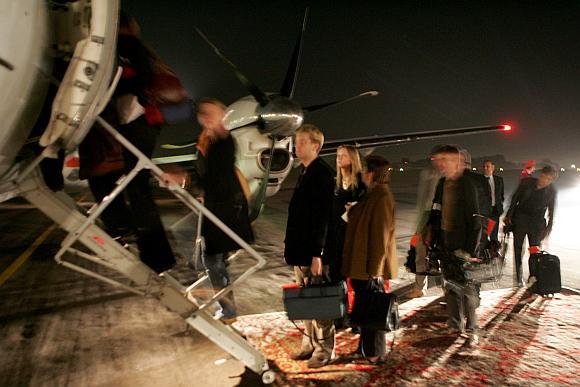 Per didžiąsias metų šventes emigrantai plūsta namo išleisti savo sunkiai uždirbtų pinigų.