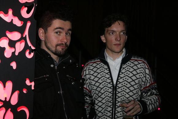 Robertas Kupstas ir Hokšila Andradė vyriškai šnekučiavosi prie baro.